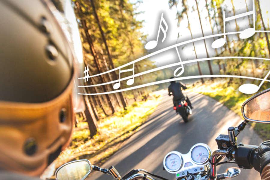muziek op de motor luisteren